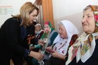 Руфина Шагапова вручила юбилейные медали ветеранам села Старые Турбаслы